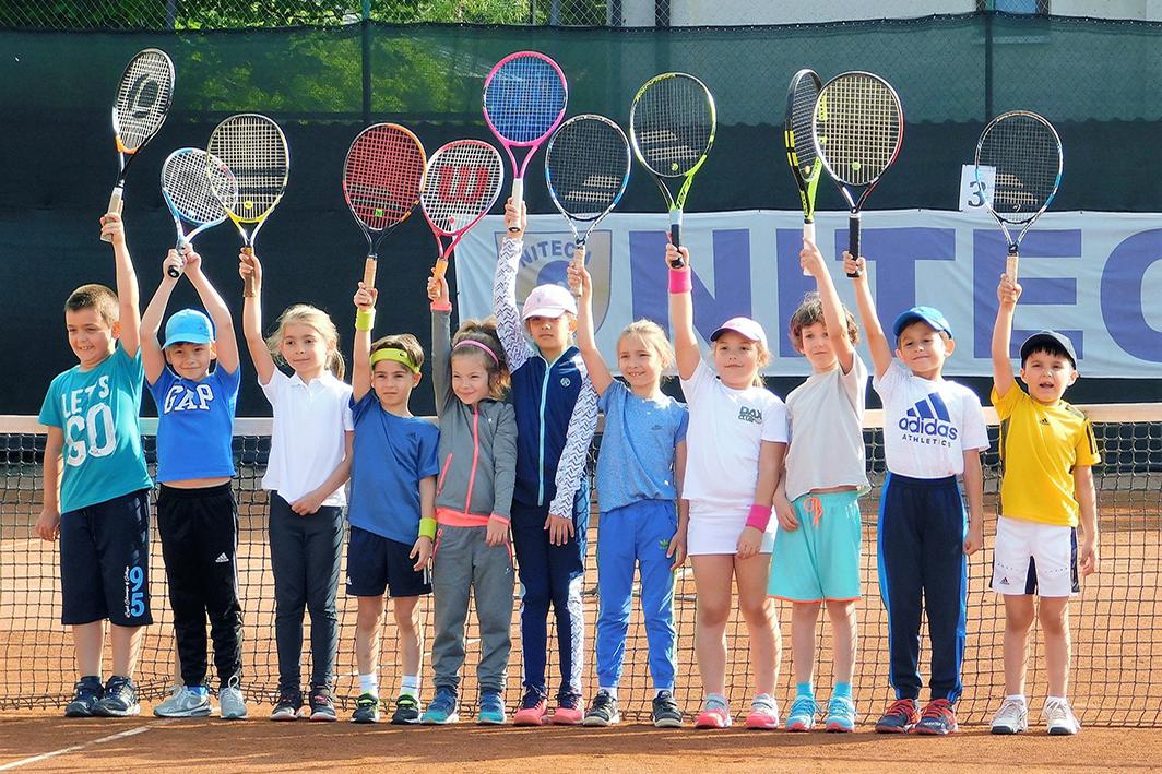 Tenis de camp pentru copii