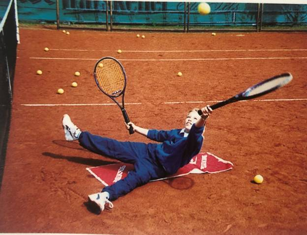 Exercitii cu mingea si racheta. Cursurile de tenis pt. copii